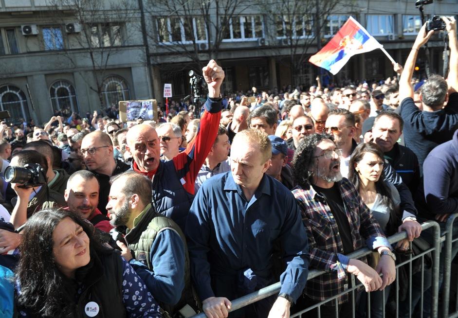 Demonstranti uleteli u kordon žandarmerije