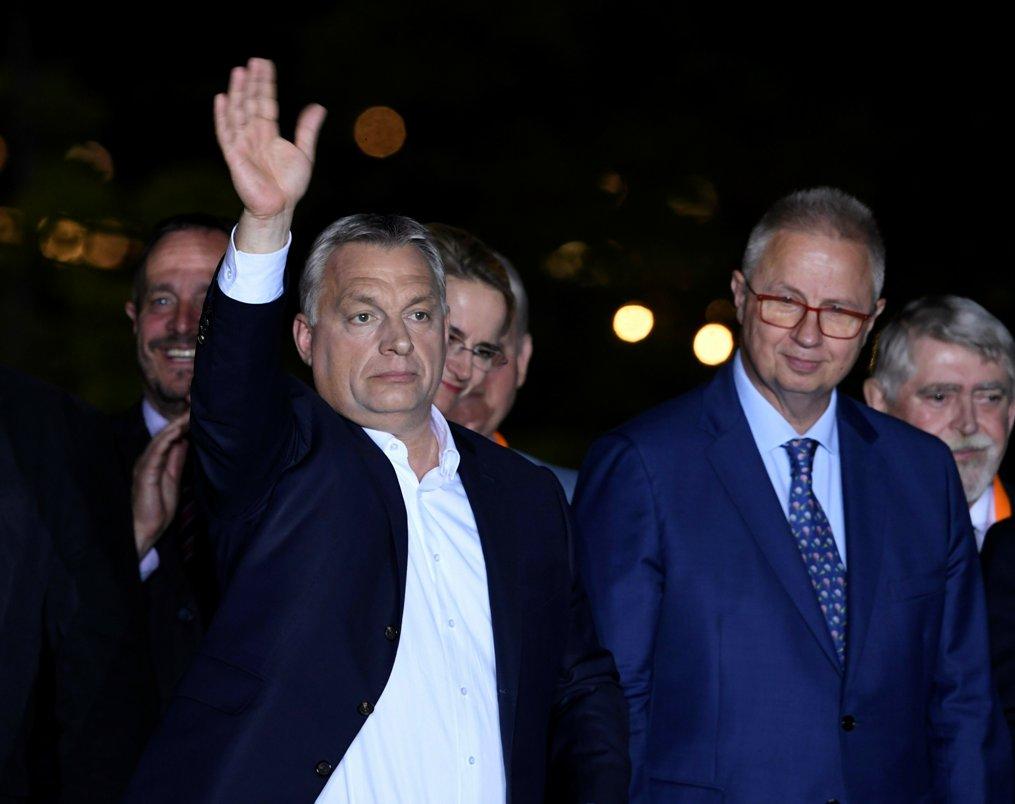 Vučić čestitao Orbanu na pobedi na izborima za EP