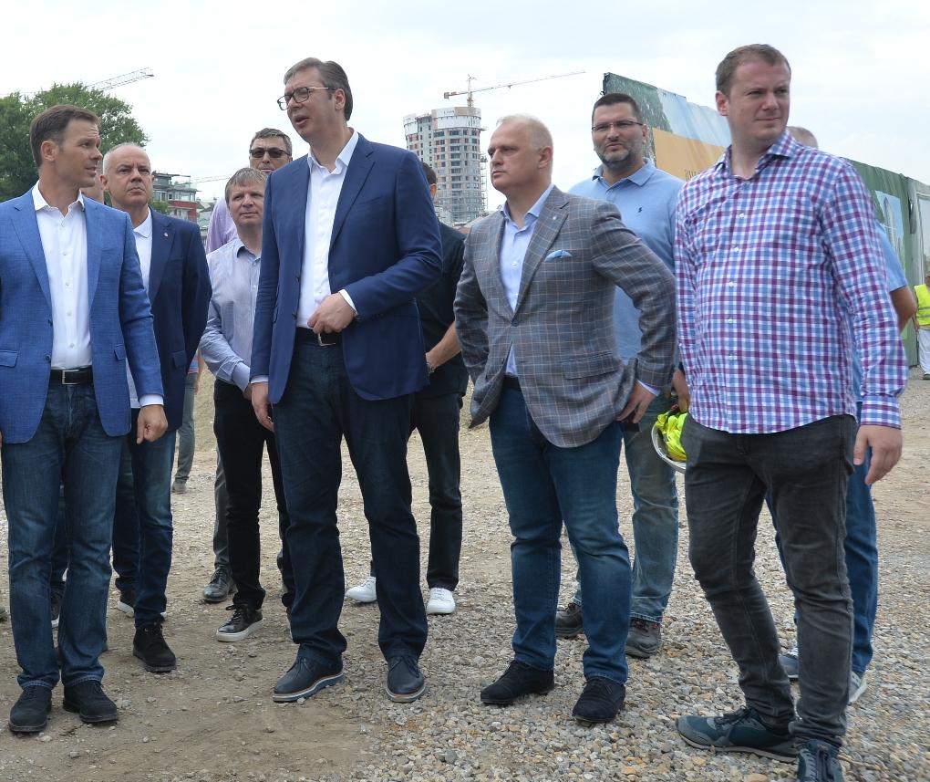 Vučić: Pokrećemo investicioni ciklus vredan do 10 milijardi evra