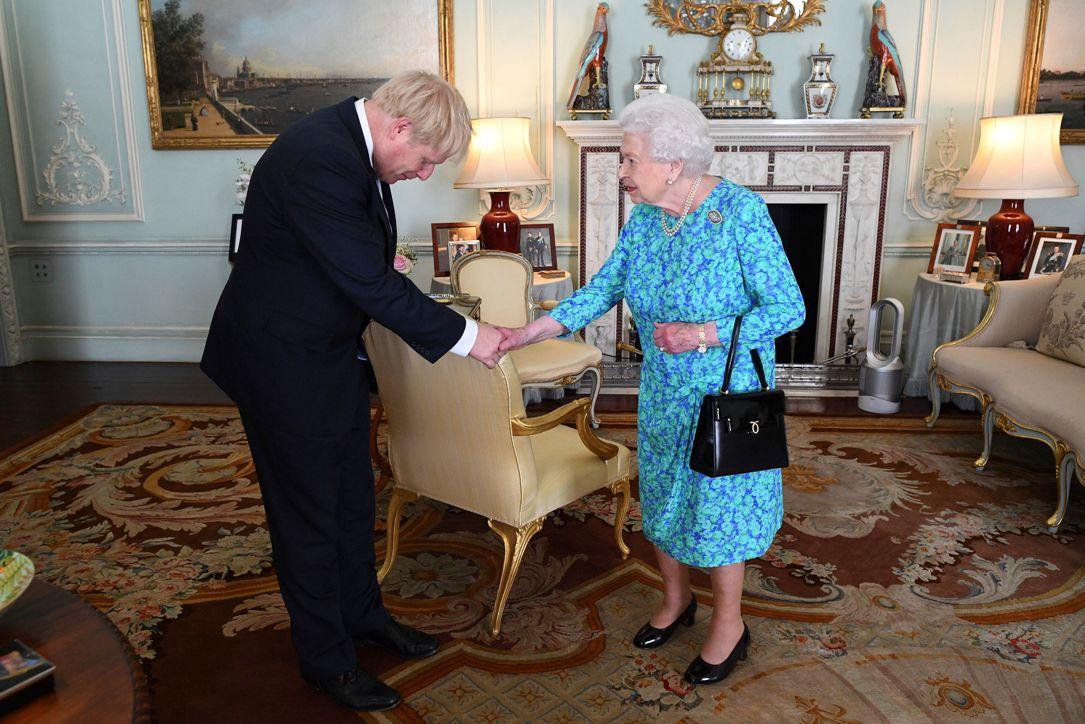 Kraljica pozvala Džonsona da formira vladu