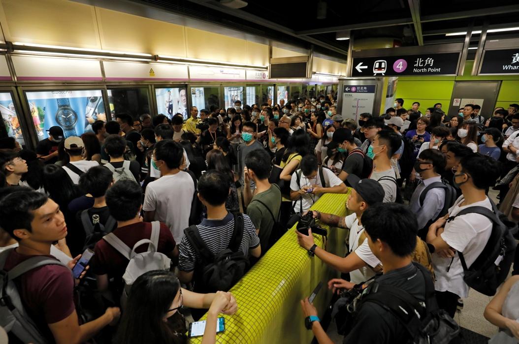 Demonstranti blokirali metro u Hongkongu