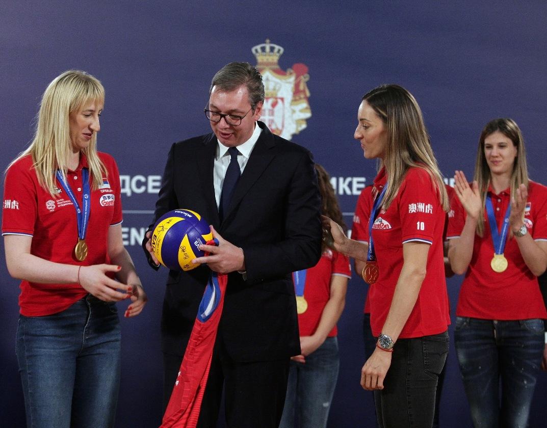 Vučić odbojkašicama: Hvala za medalju i još bolji ugled Srbije