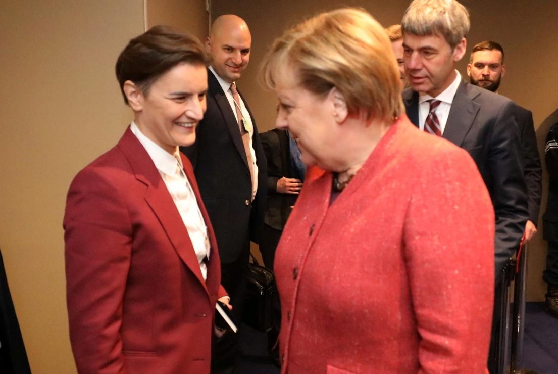 Brnabićeva se susrela sa Merkelovom u Davosu