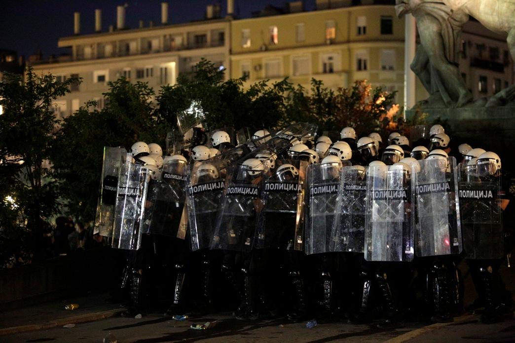 Policija raščistila plato ispred Skupštine Srbije