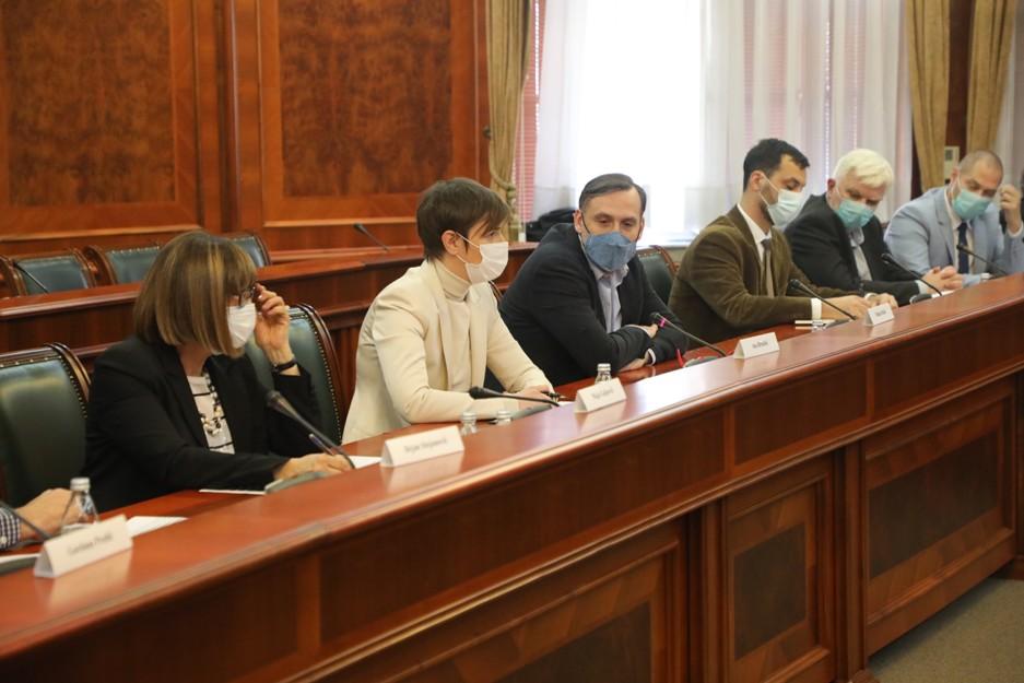 Brnabić i Gojković s Radnom grupom za zaštitu novinara