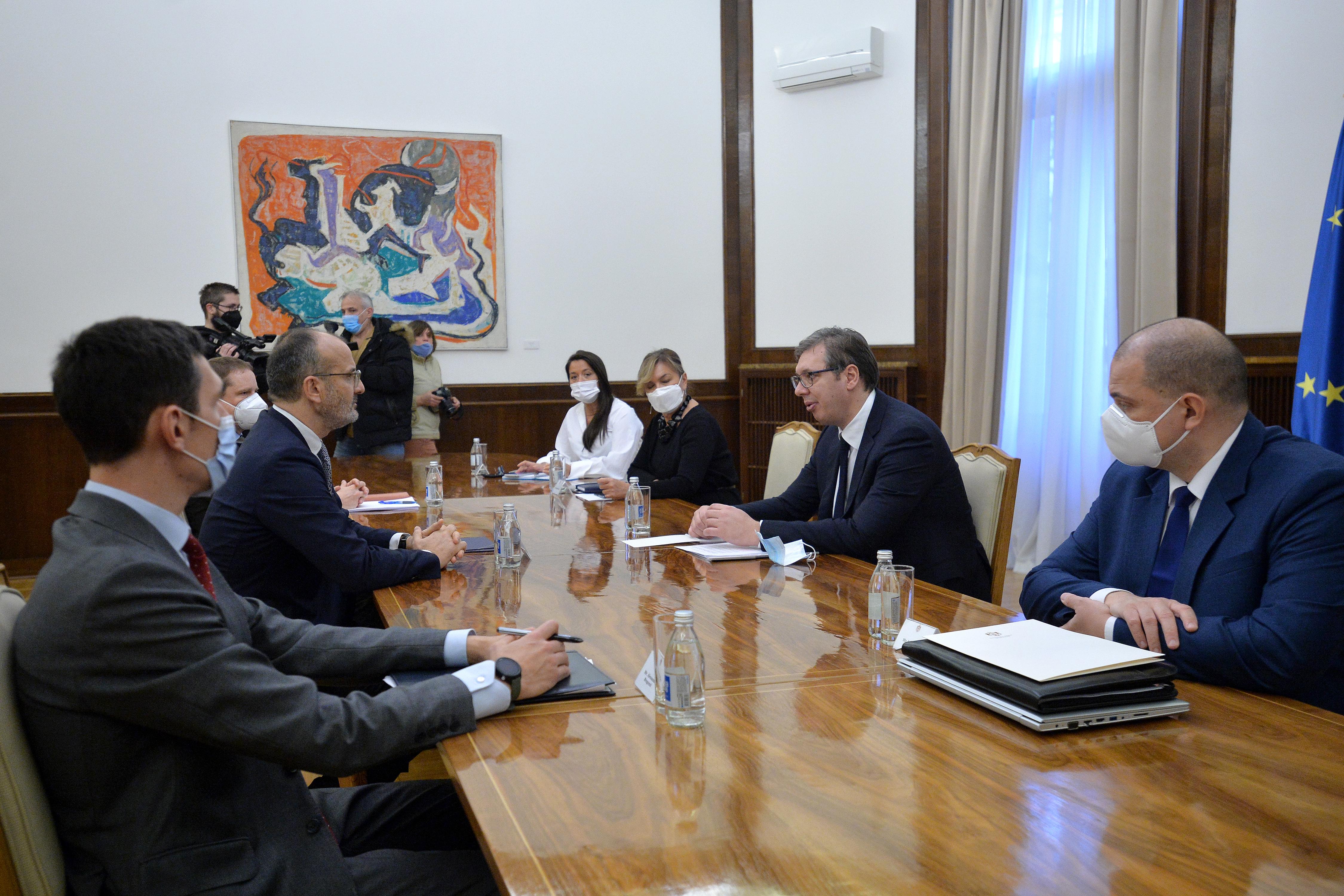 Vučić sa Fabricijem o dijalogu sa Prištinom, koroni, investicijama
