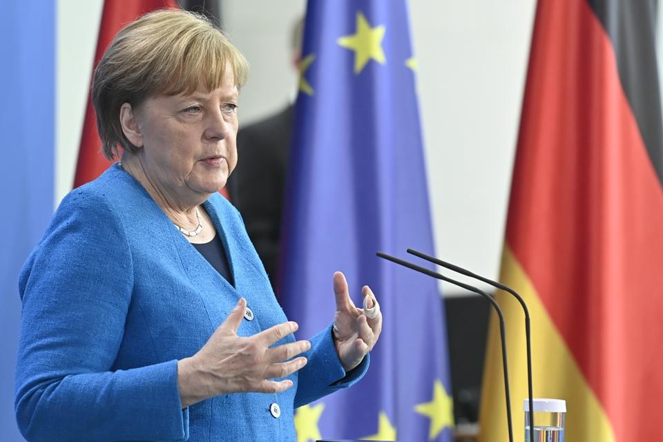 Merkel: Sećanje na milione žrtava nacizma naša odgovornost