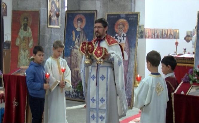 Vaskršnja liturgija u hramu Svetog Save u južnom delu K. Mitrovice