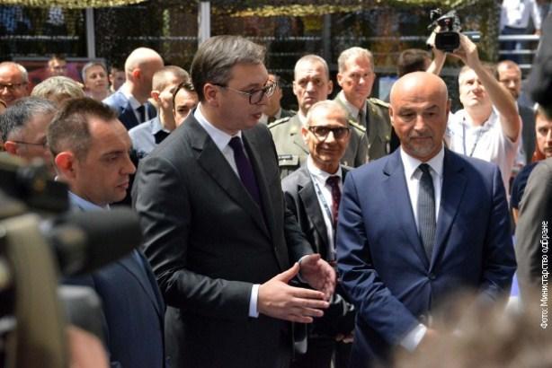Vučić: Biću radostan ako Brnabić dođe u stranku