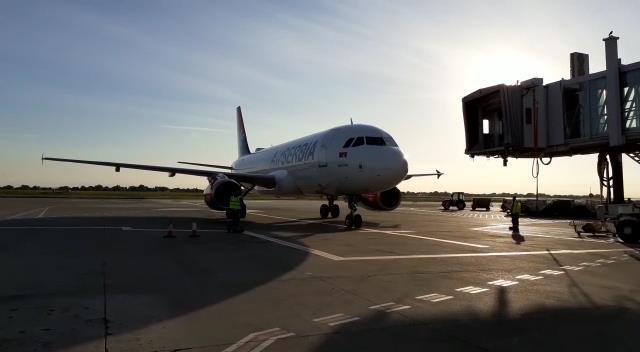 Vratio se avion Er Srbije iz Šangaja sa medicinskom opremom