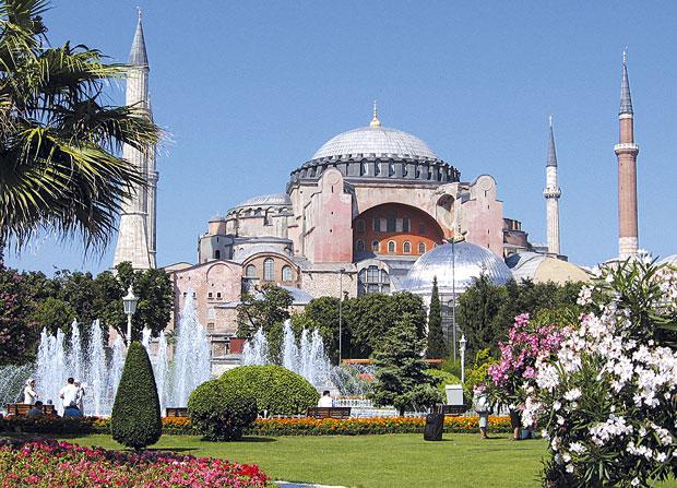 Papa povređen odlukom Turske da Aja Sofija postane džamija