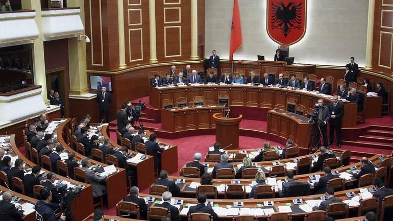 Albanski parlament započeo proceduru o opozivu Mete