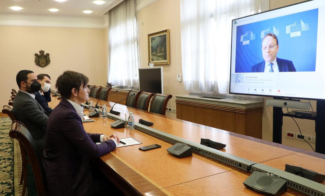 Brnabić: Evropska unija strateški prioritet i fokus Srbije; Varhelji: Nova metodologija doneće Srbiji više dinamike
