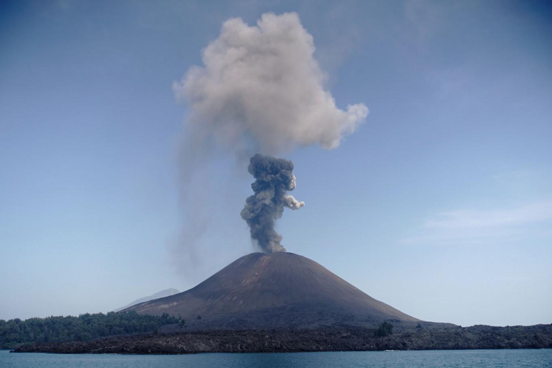 Proradio vulkan Anak Krakatau u Indoneziji