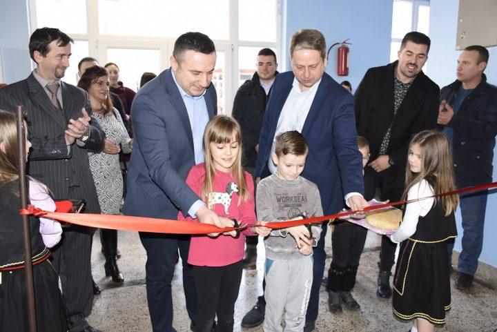 """Svečano otvoren aneks u OŠ """"Kralj Milutin""""; Popović: Ulaganjem u obrazovanje ulažemo u budućnost"""
