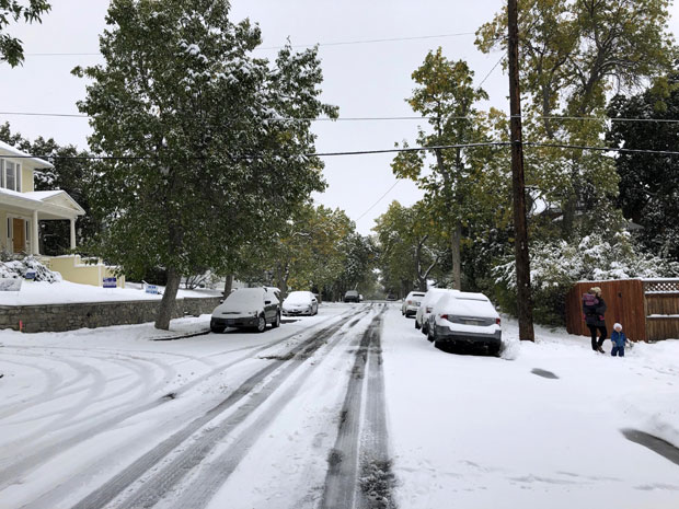 Sneg viši od metra okovao delove SAD