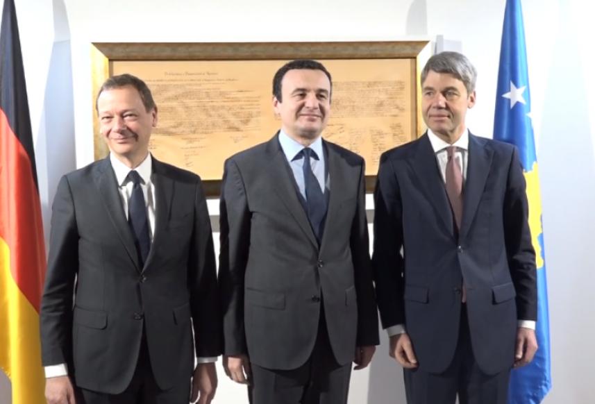 Savetnici Merkelove i Makrona u Prištini