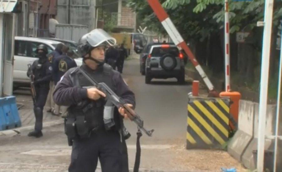 Policija kaže da se iz akcije na severu ne radi o slučajevima Zimerija i Ivanovića, jedan policajac ranjen