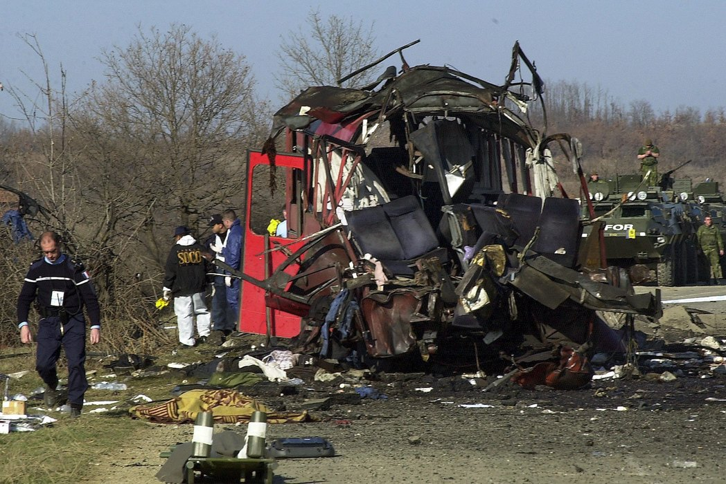 Preživeli pamte napad na autobus Niš ekspresa, sutra pomen u Lapljem Selu