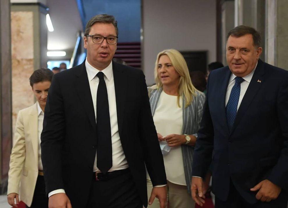 Vučić: Na pretnje ratom moramo da odgovaramo mirno