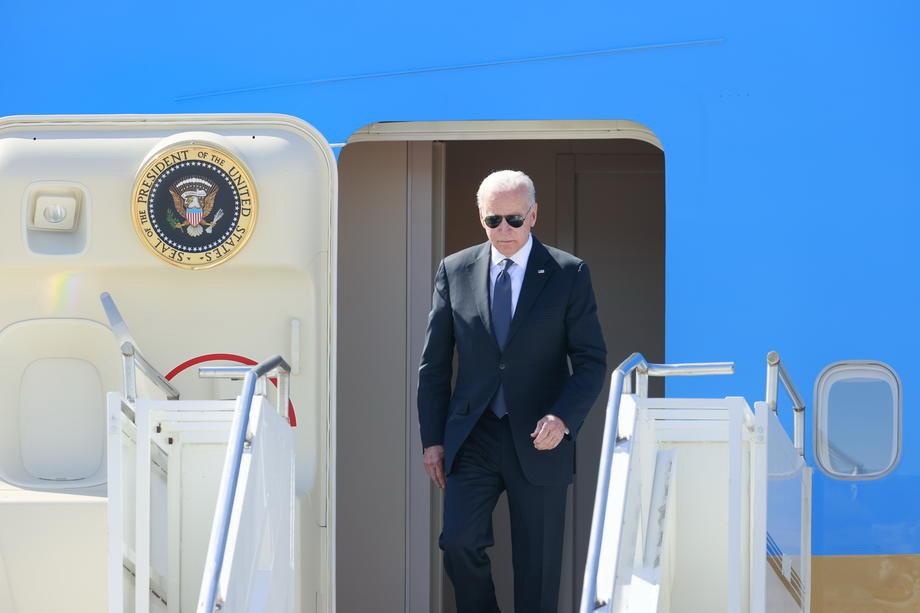 Bajden sleteo u Ženevu, avion sa ruskom delegacijom kružio jedan sat