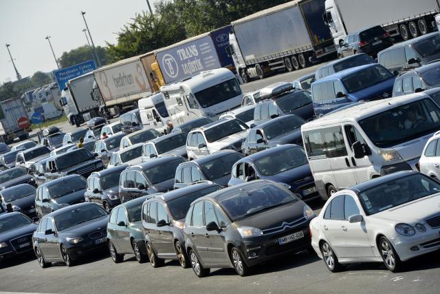 Saobraćaj umeren, kamioni na Batrovcima čekaju 12 časova