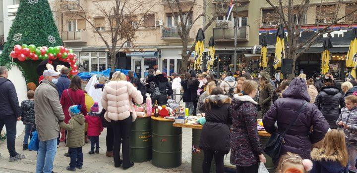 Otvoren humanitarni novogodišnji bazar za Dariju Antović