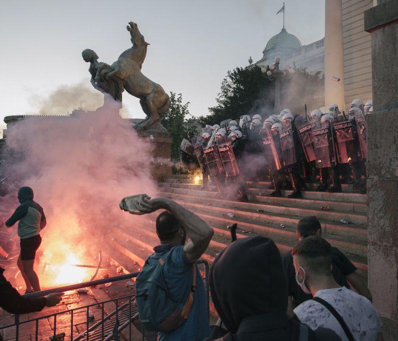 Vučić: Zamolio sam policiju da reaguje samo ako mora