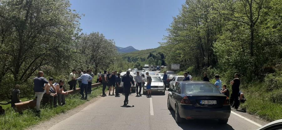 Građani Berana i Andrijevice blokirali put zbog Joanikija