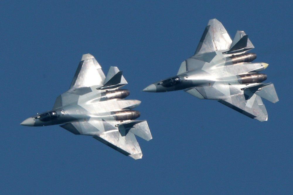 Ruski lovci ispratili američki bombarder iznad Pacifika