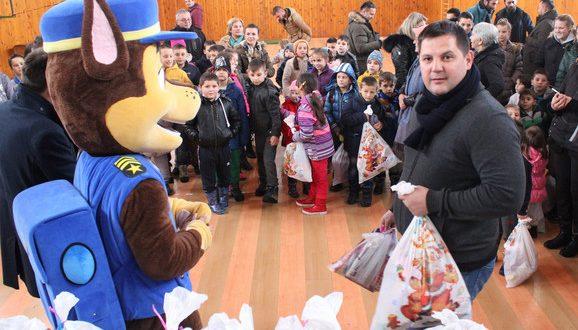 Borovčanin podelio paketiće deci na Kosovu i Metohiji