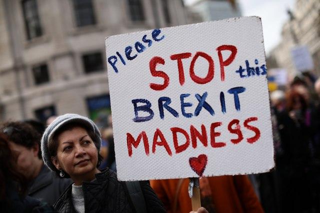 Dan odluke: Parlament glasa, Tereza Mej podnosi ostavku?