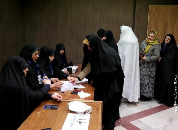 U Iranu počelo prebrojavanje glasova, saveznici Hamneija u prednosti