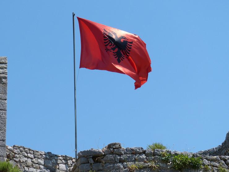 CG: Proterani Albanac više puta isticao zastavu, bio upozoren