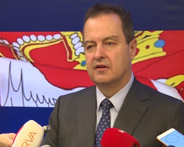 Dačić: Milion laži, istina jedna - albanska zastava iza Kurtija