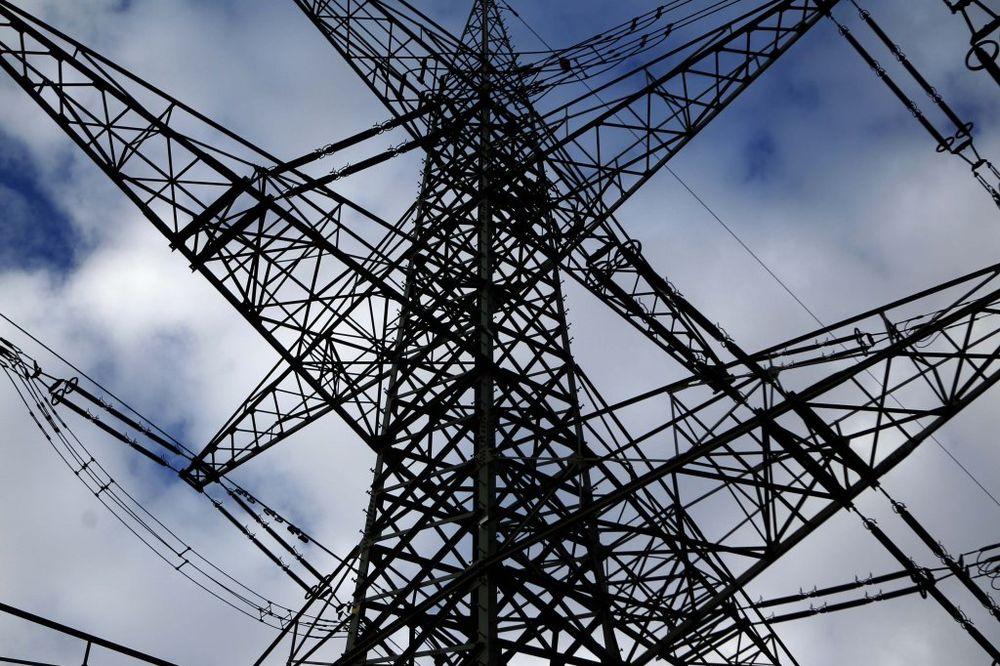 Više od sto hiljada građana na Kosovu i Metohiji bez struje zbog jakog vetra