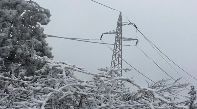 Zbog kvara na dalekovodu 10kw veći deo Severne Mitrovice bez struje