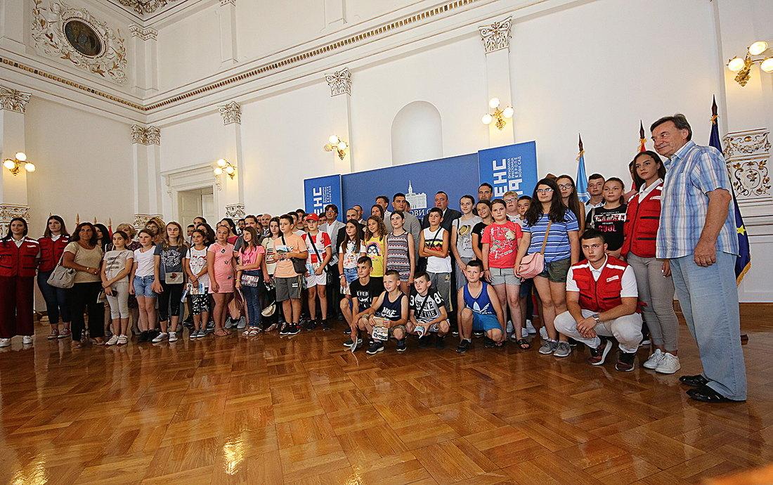 Mirović sa učenicima sa Kosova i Metohije: Živite na istorijski važnom mestu