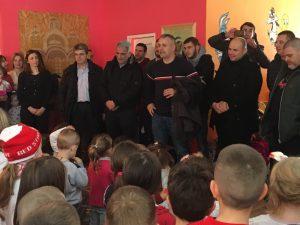 Deci u opštini Gračanica i Prilužju navijači Crvene zvezde uručili poklone