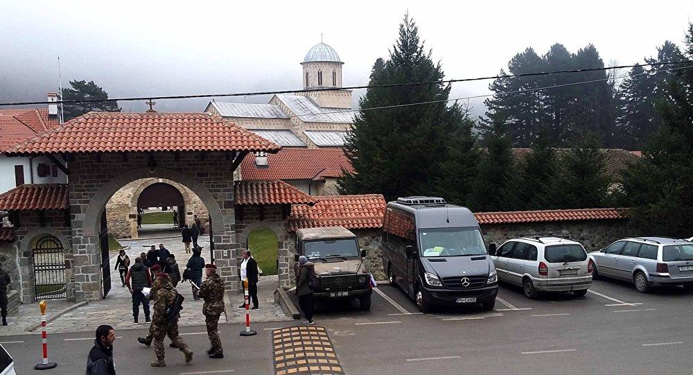 Američki ambasador osudio albanske vlasti u Dečanima