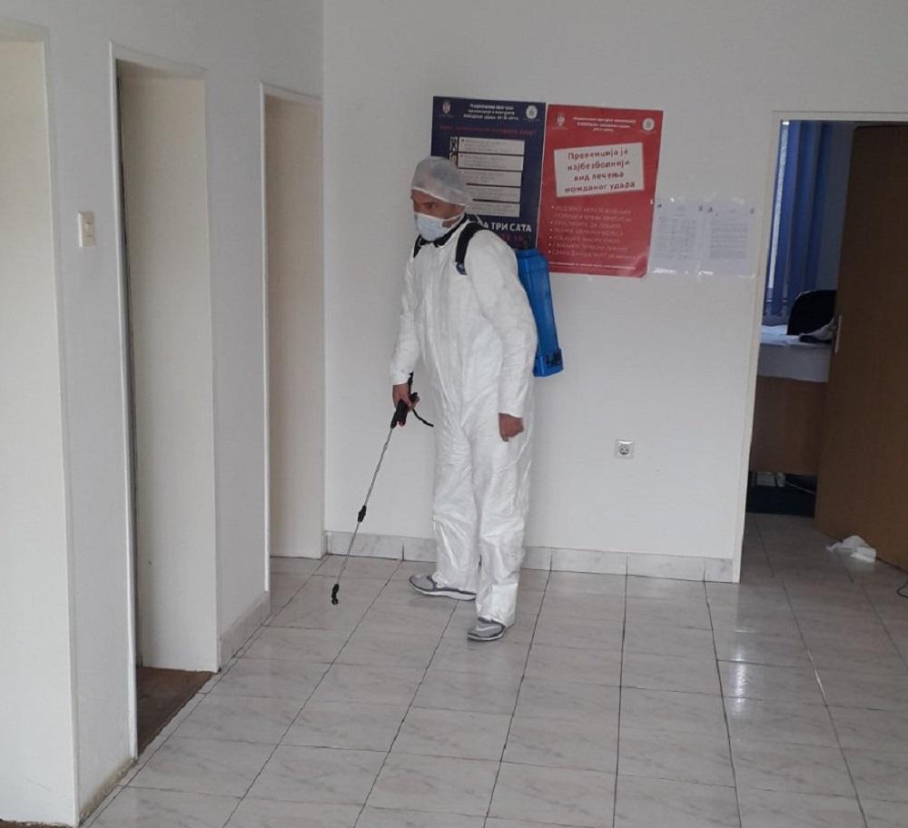 Gračanica: Počela dezinfekcija zdravstvenih i obrazovno-vaspitnih ustanova