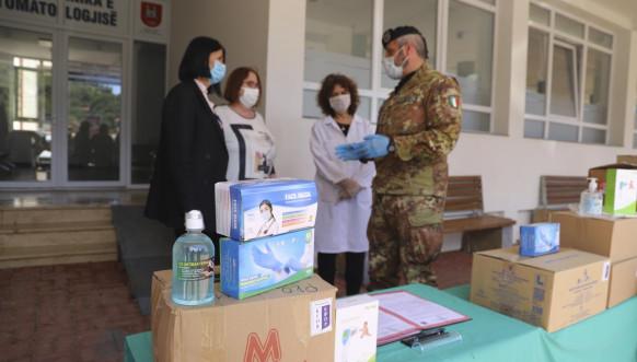 Italijanski vojnici Kfora dostavili zaštitnu opremu Domu zdravlja u Peći