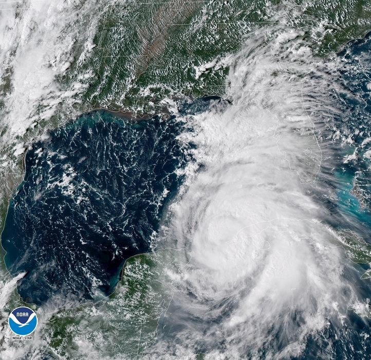 Uragan Dorijan pogodio Bahame, ljudi se sklanjaju u skloništa