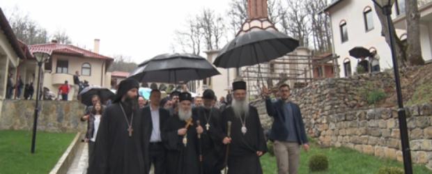 Patrijarh Irinej u Dragancu: Braćo i sestre ostanite ovde