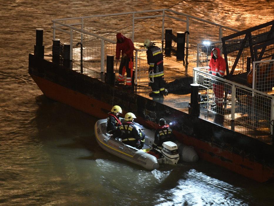 Sudar brodova na Dunavu u Budimpešti, troje mrtvih, potraga za 16 ljudi