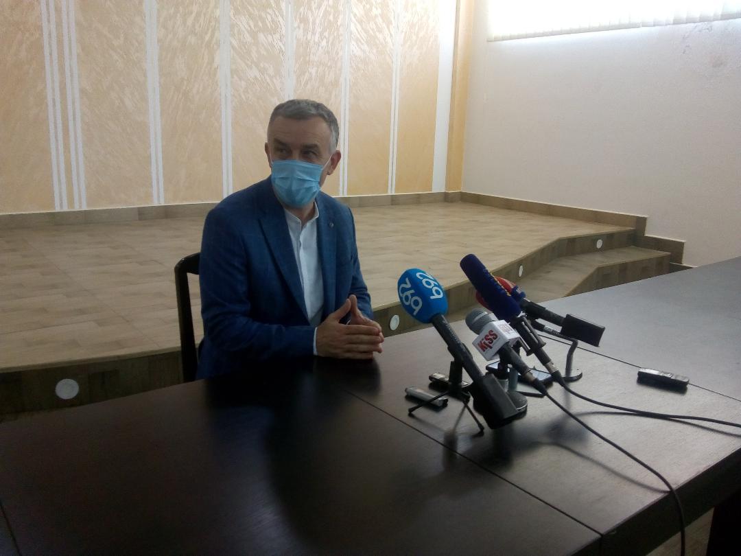 Dr Elek: Situacija u KBC stabilna; proteklih dana isporučeno 9 respiratora od strane Vlade Srbije