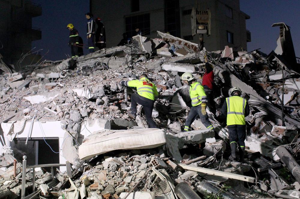 Albanija: Prekinute spasilačke operacije, 50 žrtava zemljotresa