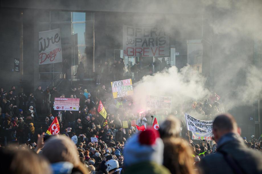 Pariz: Policija ponovo suzavcem na demonstrante