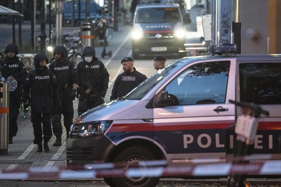 Četiri osobe poginule u terorističkim napadima u Beču, ubijen i napadač,tri dana žalosti u Austriji(video)