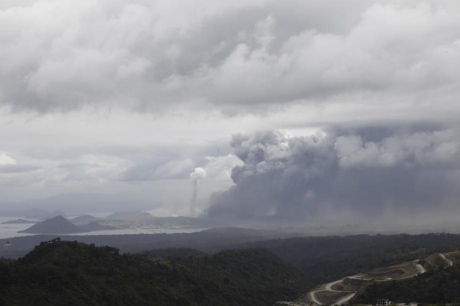 Potoci lave, nebo crno, zatvoren aerodrom, evakuacija skoro pola miliona ljudi (video)